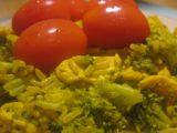 Kuřecí kousky s brokolicí, rýží a kurkumou v jedné pánvičce recept ...