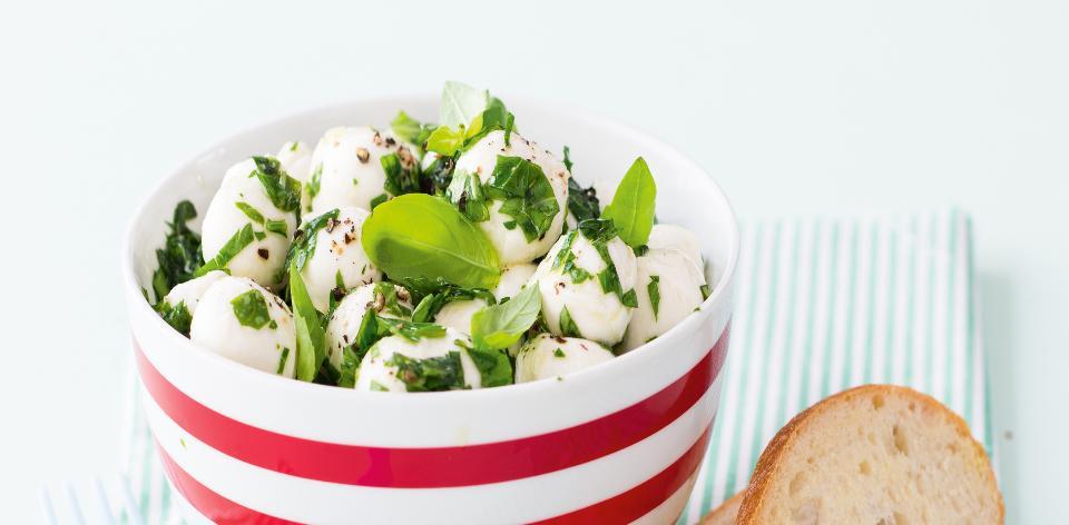 Mozzarellové perly s bylinkami