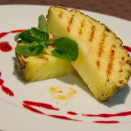 Pečený ananas s mátou a malinovým coulis recept
