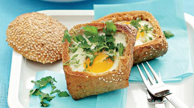 Chlebánek se zapečeným vejcem