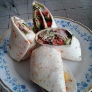 Tortilly plněné čerstvým salátem recept