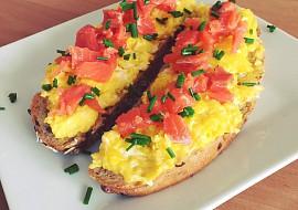 Míchaná vejce s uzeným lososem recept