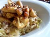 Kuřecí česnekové kousky na kapustě recept