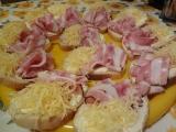 Chlebíčky s lučinou, anglickou slaninou a uzeným sýrem recept ...