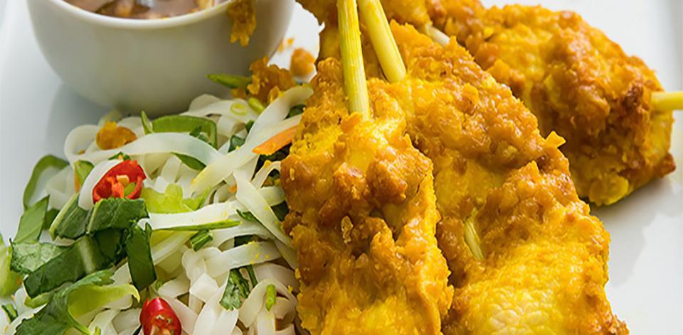 Kuřecí sataj na thajském salátu