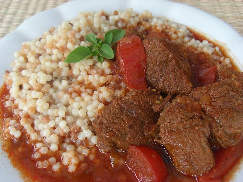 Hovězí tokáň s tarhoňou recept