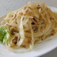 Zelný pikantní salát se semínky recept