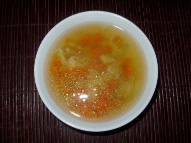 Kuřecí polévka s kurkumou