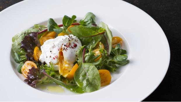 VIDEO: Míchaný salát se ztraceným vejcem