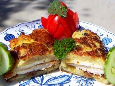 Bramborák plněný kuřecím masem a sýrem