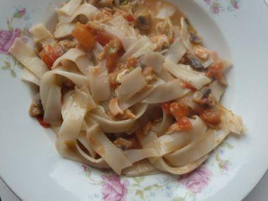 Rýžové těstoviny s lososem