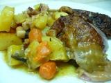 Krůtí stehno pečené s bramborami a zeleninou recept