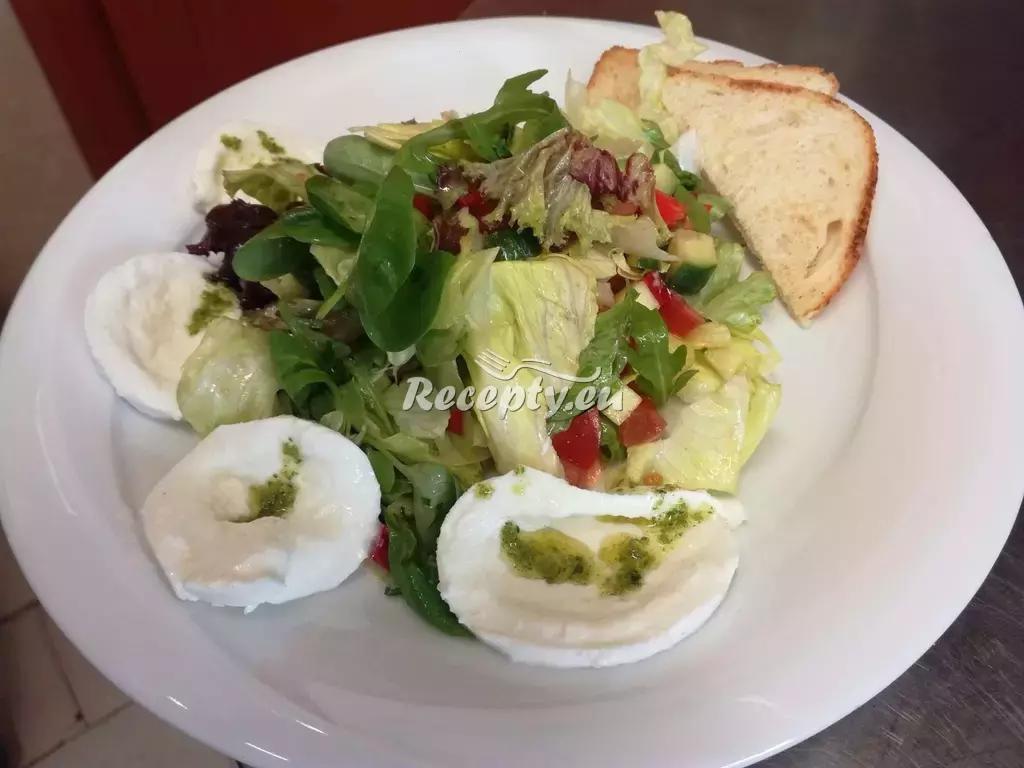 Kuřecí salát s mozzarelou recept  saláty