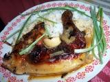 Pečené kuře na bazalce s červenou cibulí a celým česnekem recept ...