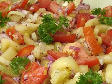 Rajčatový salát s paprikou