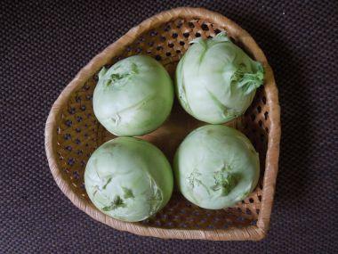 Kedlubnový salát s křenem