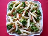 Těstovinové rúrky s brokolicí, česnekem a paprikou recept ...