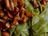 Bazalkové nudle s liškami recept