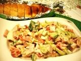 Zeleninový salát s vajíčkem a bylinkovou bagetkou recept ...