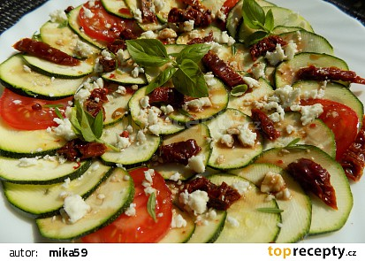 Cuketové carpaccio se sušenými rajčaty a sýrem recept ...