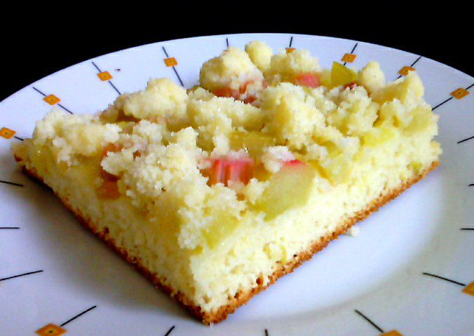 Kynutý koláč s rebarborou, jahodovou a jablečnou marmeládou ...