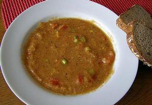 Jednoduchá hrachová polévka s rajčaty