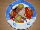 Steak z tuňáka s rajčaty a paprikovými bramborami recept ...