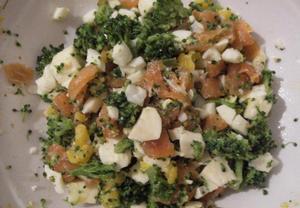 Lahodný salát s uzeným lososem