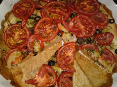 Olivovo-cibulový koláč s rajčaty