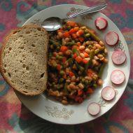 Bílé fazole v chilli omáčce se zeleninou recept