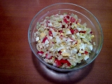 Zeleninový salát s krabími tyčinkami recept