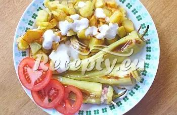 Plněné papriky s pečenými bramborami recept  mleté maso ...