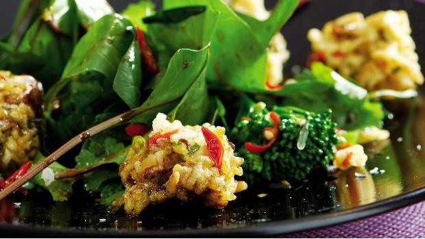 Rýžové koule se zeleným salátem