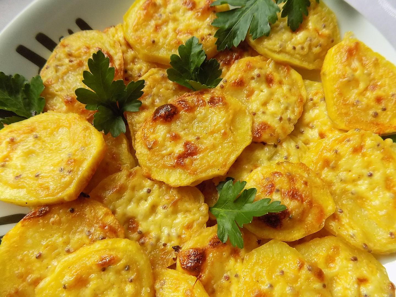 Pečené brambory se smetanovou hořčicí a sýrem recept ...