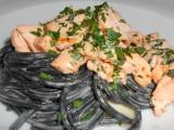 Sépiové špagety s marinovaným lososem recept