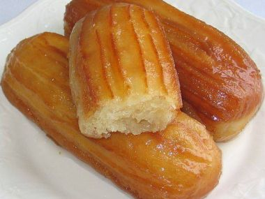 Tulumby (smažené koláčky v sirupu)