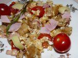 Knedlík ve vaječině s paprikou a rajčátkem. recept