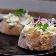 Lehký vajíčkový salát s jogurtem recept