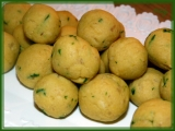 Kvasnicovo-bílkové knedlíčky s hraškou recept