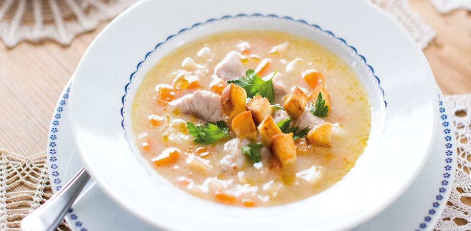 Rybí polévka z kapra s krutony
