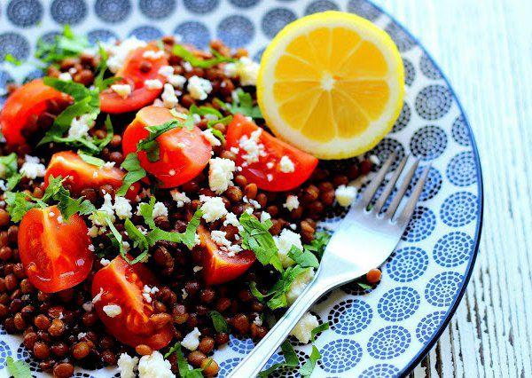 Teplý čočkový salát recept
