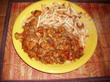 Kuřecí nudličky se zeleninou a oříšky