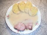 Česneková omáčka s uzeným a knedlíkem recept