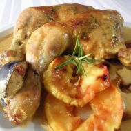 Pečená kuřecí stehna s jablky recept