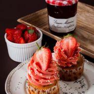 Citronovo-makové cupcakes s jahodovým krémem plněné domácí ...