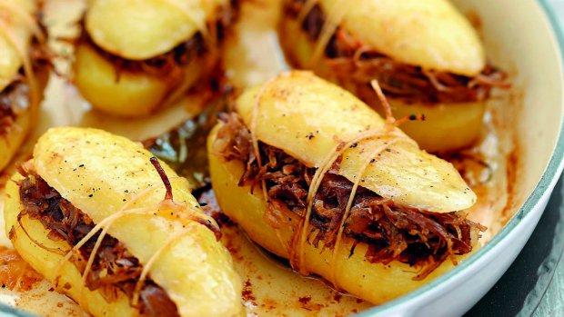 Plněné zapečené brambory
