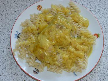Kuřecí stehna s ananasem na kari
