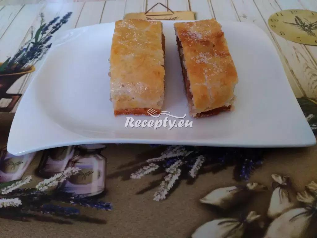 Sýrovo-slaninový štrůdl recept  předkrmy, snídaně