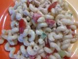Těstovinový salát s kuřecím masem a zeleninou recept ...