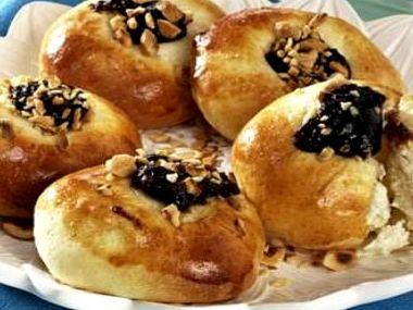 Medové koláčky s tvarohem a povidly z domácí pekárny